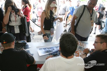 Autograph session: Fans talk with Patrick Carpentier and Sbastien Bourdais