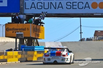 Checkered Flag for GT class winners #59 Andrew Davis, Leh Keen: Porsche GT3, Brumos Racing