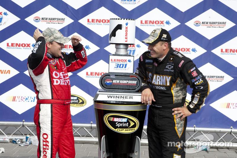 Tony Stewart, Stewart-Haas Racing Chevrolet and Ryan Newman, Stewart-Haas Racing Chevrolet