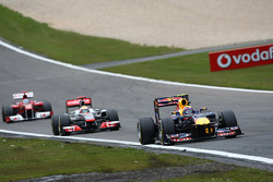 Mark Webber, Red Bull Racing leads Lewis Hamilton, McLaren Mercedes and Fernando Alonso, Scuderia Ferrari