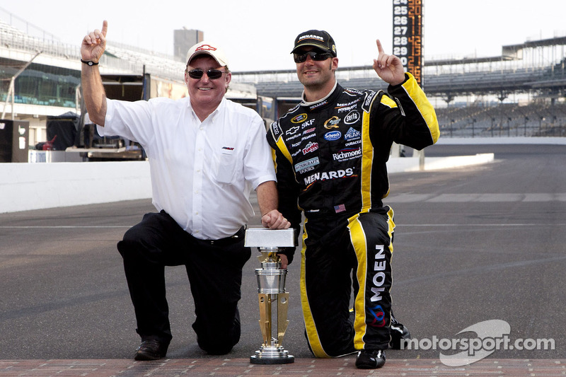 Victory lane: race winner Paul Menard, Richard Childress Racing Chevrolet celebrates with Richard Childress