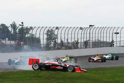 Helio Castroneves, Team Penske spins
