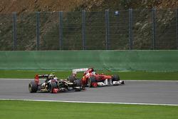 Vitaly Petrov, Lotus Renault GP and Fernando Alonso, Scuderia Ferrari
