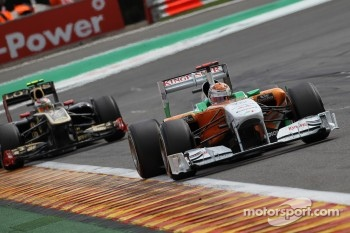 Adrian Sutil, Force India F1 Team leads Vitaly Petrov, Lotus Renault GP