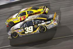 Matt Kenseth, Roush Fenway Racing Ford and Ryan Newman, Stewart-Haas Racing Chevrolet