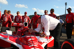Race winner Scott Dixon, Target Chip Ganassi Racing celebrates with Chip Ganassi