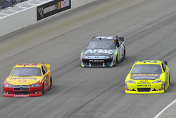Kurt Busch, Penske Racing Dodge, Paul Menard, Richard Childress Racing Chevrolet, Kevin Harvick, Richard Childress Racing Chevrolet