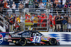 Tony Stewart, Stewart-Haas Racing Chevrolet celebrates the win