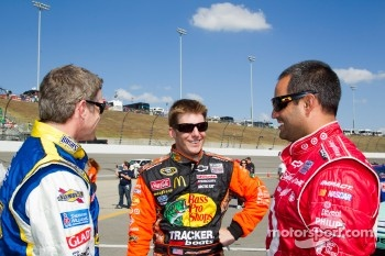 Bobby Labonte, JTG Daugherty Racing Toyota, Jamie McMurray, Earnhardt Ganassi Racing Chevrolet, Juan Pablo Montoya, Earnhardt Ganassi Racing Chevrolet