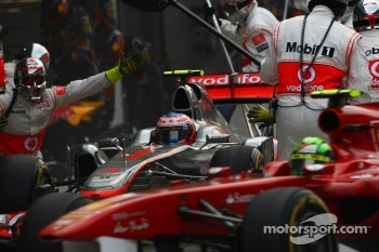 Jenson Button, McLaren Mercedes and Felipe Massa, Scuderia Ferrari  pit stop 