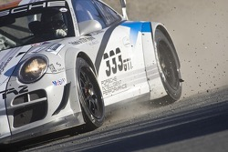 Off course trouble for #333 Porsche 911