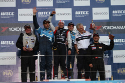 Tom Coronel, BMW 320 TC, ROAL Motorsport race winner, Yvan Muller, Chevrolet Cruz 1.6T, Chevrolet 2nd position and Michel Nykjer, SUNRED SR Leon 1.6T, SUNRED Engineering 3rd position