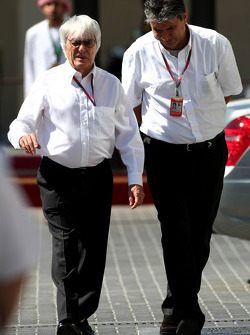 Bernie Ecclestone and Pasquale Lattuneddu, FOM, Formula One Management