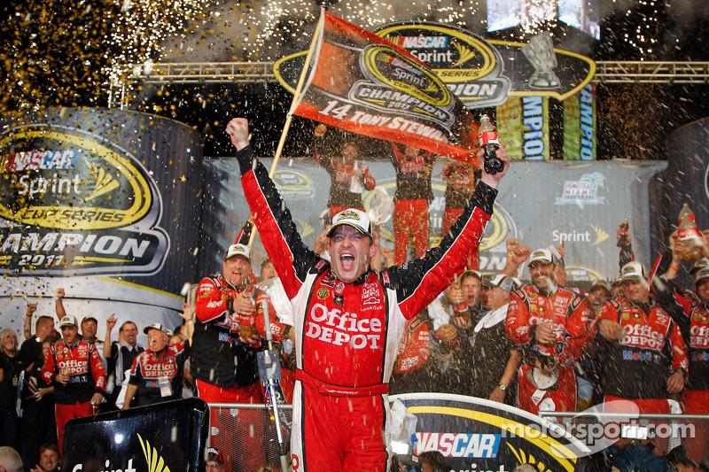 Victory Lane: 2011 NASCAR Sprint Cup Series Champion Tony Stewart, Stewart-Haas Racing Chevrolet