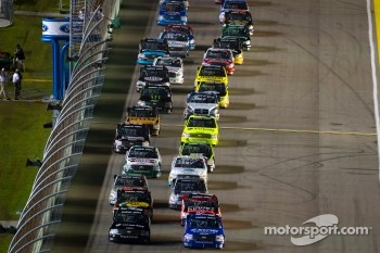 Start: James Buescher, Turner Motorsport Chevrolet and Ty Dillon, Chevrolet, lead the field