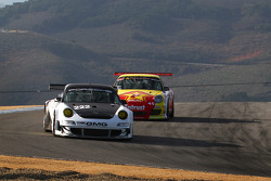 Darren Rushin holds off Dan Nissim's '01 GT3 RS