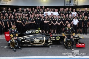 Bruno Senna, Lotus Renault GP and Vitaly Petrov, Lotus Renault GP team photo