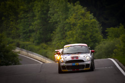 #147 MINI Motorsport Mini Cooper: Maximilian Engert, Juergen Schmarl, Nico Bastian