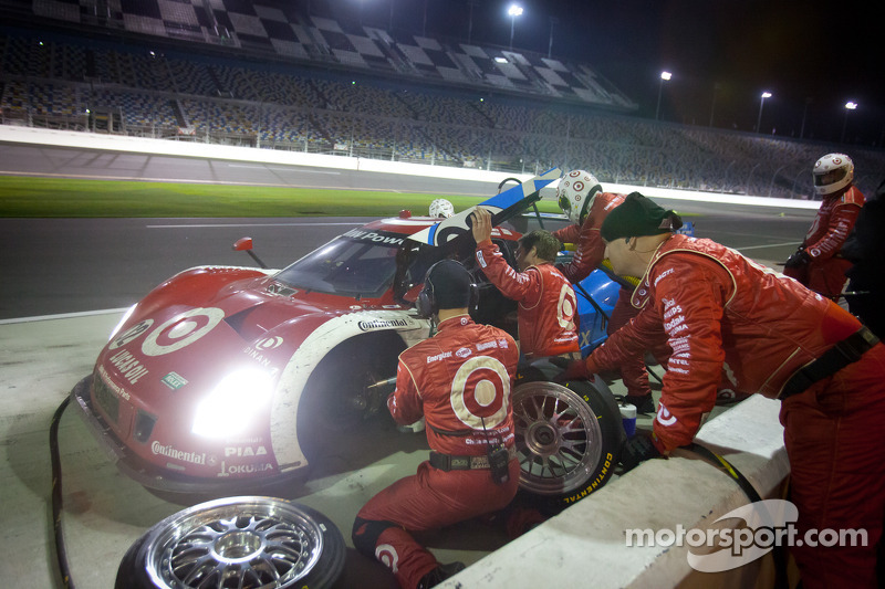 Pit stop for #02 Chip Ganassi Racing with Felix Sabates BMW Riley: Scott Dixon, Dario Franchitti, Jamie McMurray, Juan Pablo Montoya