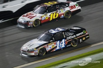 Tony Stewart, Stewart-Haas Racing Chevrolet, Greg Biffle, Roush Fenway Racing Ford