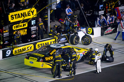 Pit stop for Marcos Ambrose, Richard Petty Motorsport Ford