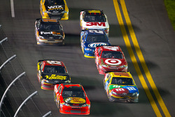 Jamie McMurray, Earnhardt Ganassi Racing Chevrolet and Jamie McMurray, Earnhardt Ganassi Racing Chevrolet lead the field