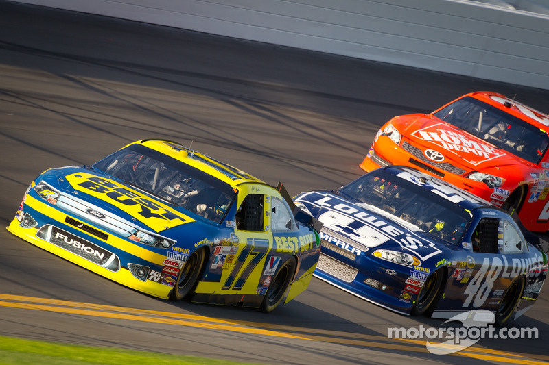 Matt Kenseth, Roush Fenway Racing Ford, Jimmie Johnson, Hendrick Motorsports Chevrolet