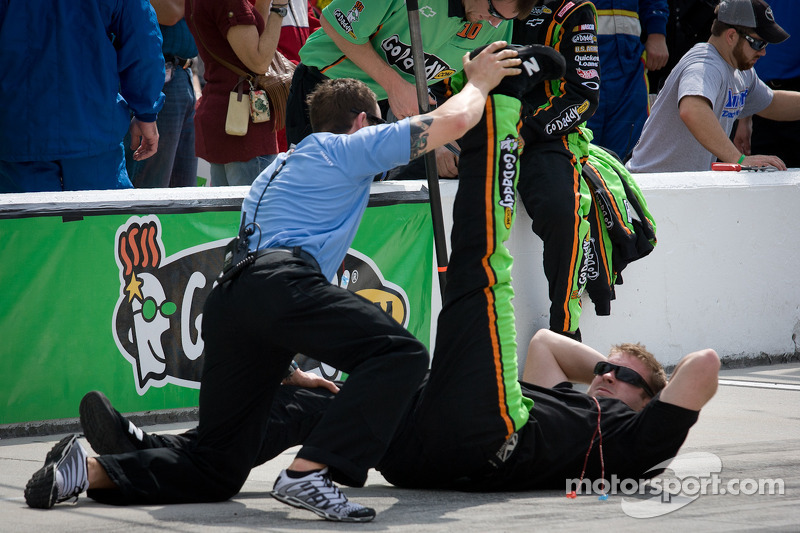 Stewart-Haas Racing Chevrolet stretch before the race