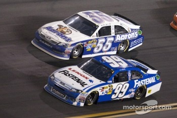 Carl Edwards, Roush Fenway Racing Ford and Mark Martin, Michael Waltrip Racing Toyota