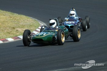 #121 Alex Morton - Lotus 21 (1961) and #58 Richard Smeeton - Wainer Ford FJ