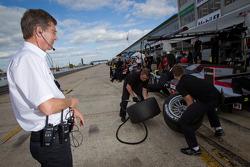 Ralf Juttner watches pit stop practice