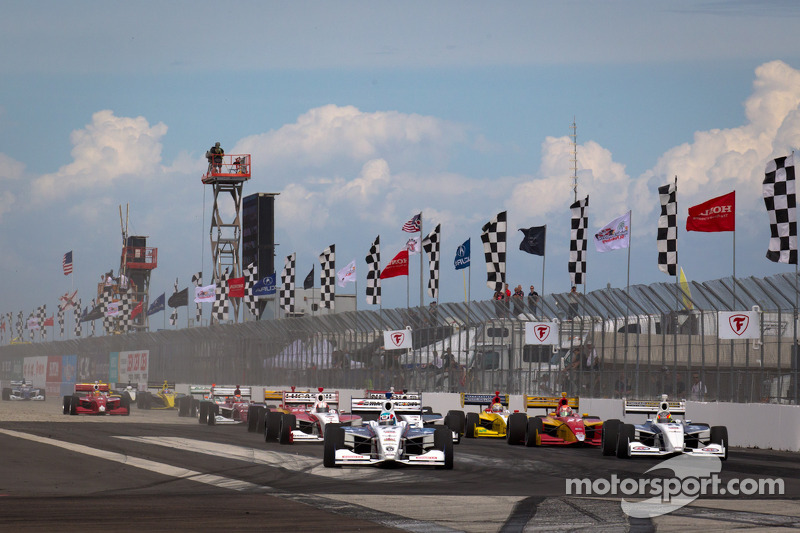 Start: Tristan Vautier, Sam Schmidt Motorsports leads the field