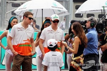 Paul di Resta, Sahara Force India F1 and Nico Hulkenberg, Sahara Force India F1 on the drivers parade