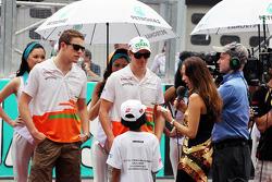 Paul di Resta, Sahara Force India F1 and Nico Hulkenberg, Sahara Force India F1 on the drivers parade