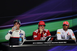 Sergio Perez, Sauber with Fernando Alonso, Ferrari and Lewis Hamilton, McLaren in the FIA Press Conference