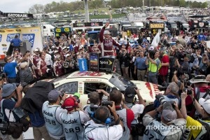 Victory lane: race winner Ryan Newman, Stewart-Haas Racing Chevrolet