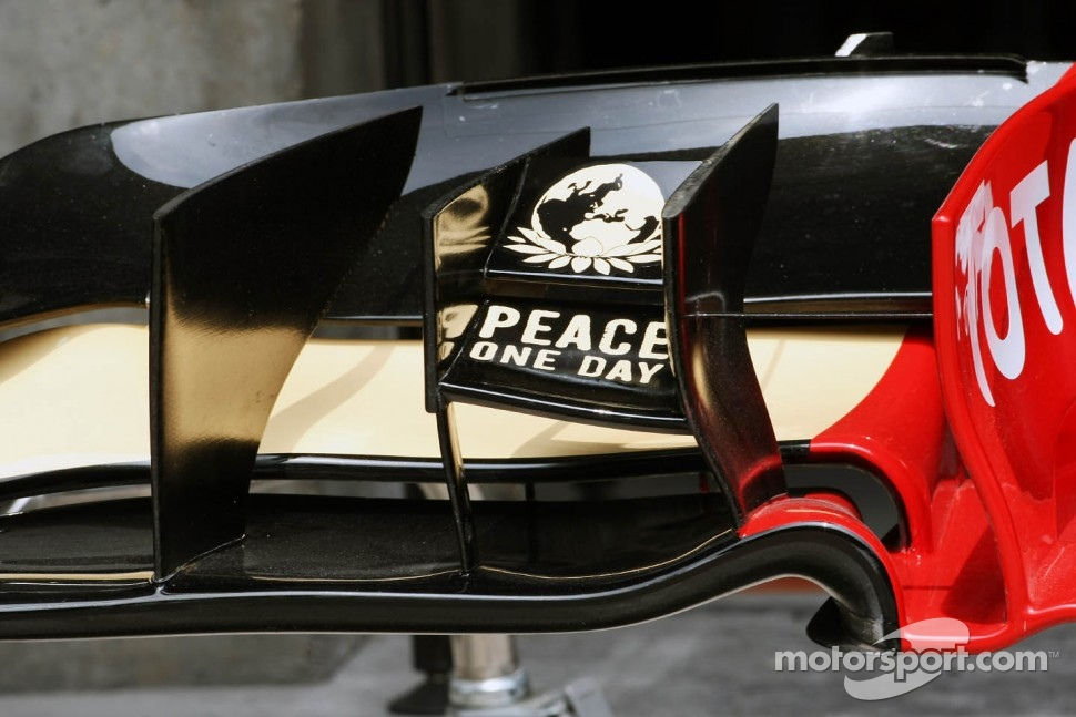 Lotus E20 front wing detail