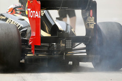 Kimi Raikkonen, Lotus kicks up the dust in the pits