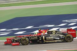 Felipe Massa, Ferrari and Kimi Raikkonen, Lotus battle for position