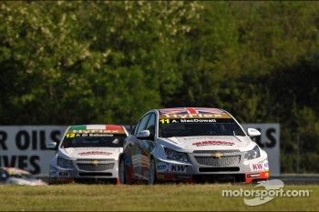Alex MacDowall, Chevrolet Cruze 1.6T, bamboo-engineering and Pasquale di Sabatino, Chevrolet Cruze 1.6T, bamboo-engineering