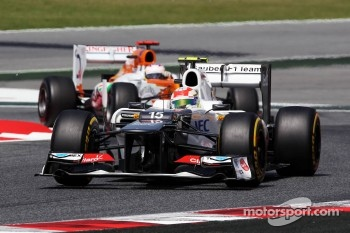 Sergio Perez, Sauber leads Paul di Resta, Sahara Force India