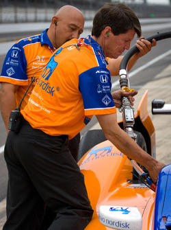 Refuelers for Charlie Kimball, Novo Nordisk Chip Ganassi Racing Honda