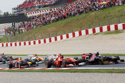 Jean-Eric Vergne, Scuderia Toro Rosso leads Felipe Massa, Scuderia Ferrari at the start of the race