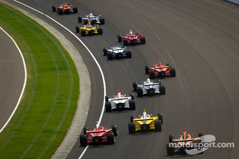 Start: Carlos Munoz, Andretti Autosport leads the field