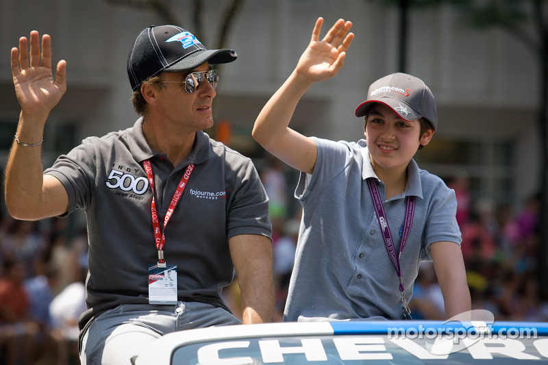 Indy 500 festival parade: Jean Alesi, FP Journe – Fan Force United Lotus