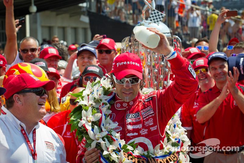 Victory circle: race winner Dario Franchitti, Target Chip Ganassi Racing Honda celebrates with Chip Ganassi