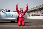 Race winner Dario Franchitti, Target Chip Ganassi Racing Honda kisses the yard of bricks