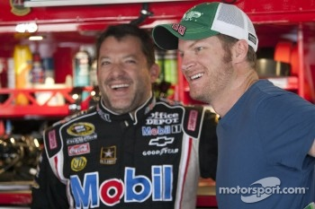 Dale Earnhardt Jr., Hendrick Motorsports Chevrolet and Tony Stewart, Stewart-Haas Racing Chevrolet