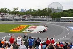 Jean-Eric Vergne, Scuderia Toro Rosso and Kimi Raikkonen, Lotus F1