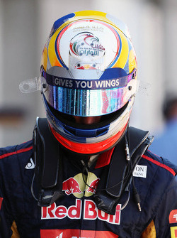 Jean-Eric Vergne, Scuderia Toro Rosso walks back to the pits after he spun off in the third practice session